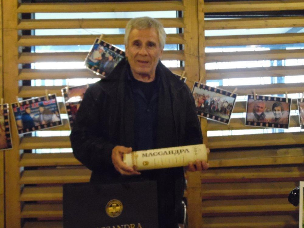 Главному индейцу мирового кинематографа подарили массандровское вино
