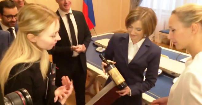 Депутату национального собрания Франции подарили «незабываемое» вино «Массандры»