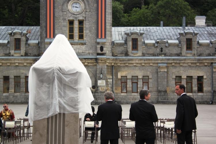 На исторической площади «Массандры» открыли памятник
